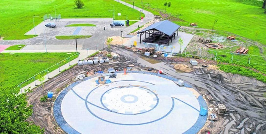 Nowa fontanna będzie dawała ochłodę. Strumienie wody będą także podświetlane, a wokół powstają miejsca do wypoczynku