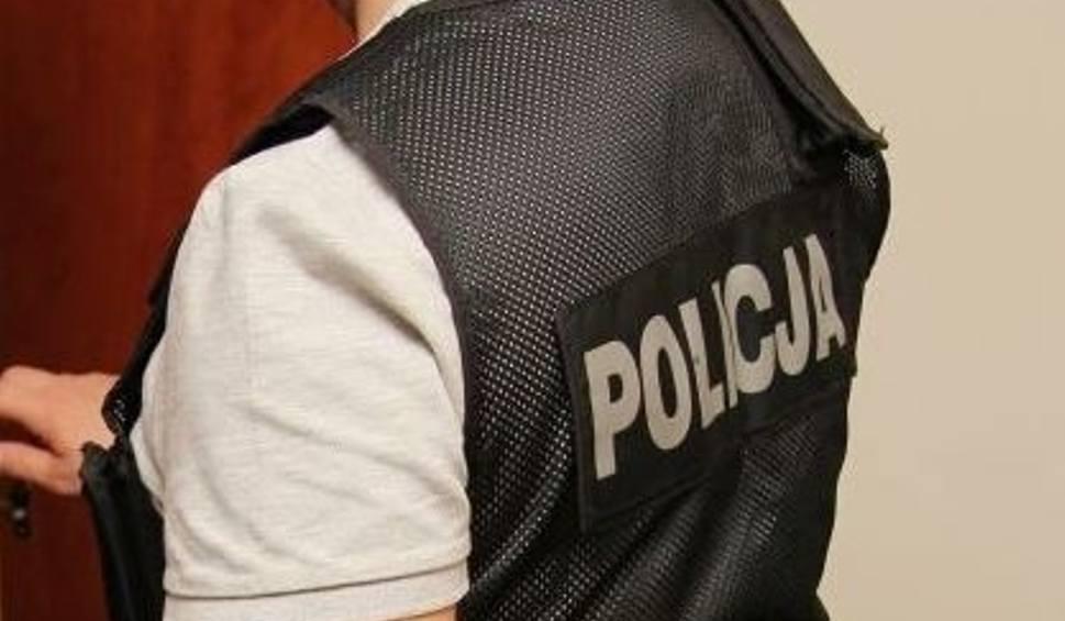 Film do artykułu: Do mieszkanek Skarżyska-Kamiennej dzwonił fałszywy policjant. Jedna z kobiet straciła kilkanaście tysięcy złotych
