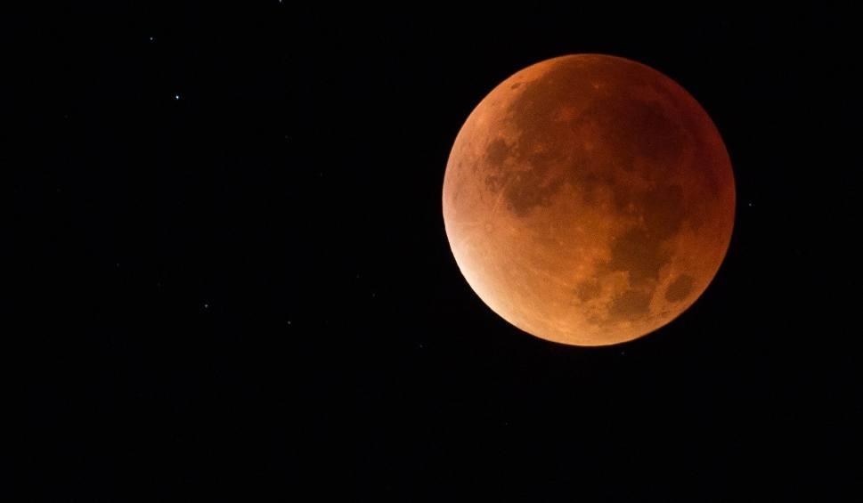 Film do artykułu: ZAĆMIENIE KSIĘŻYCA 2019 na żywo: Kiedy, gdzie i jak oglądać zaćmienie. Co to jest Super Krwawy Księżyc Wilka? [21.01.19, GODZINA]