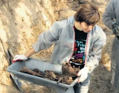 Na cmentarzu w Prószkowie znaleziono szczątki 130 żołnierzy, poszukiwacze przypuszczają, że może ich być około 200
