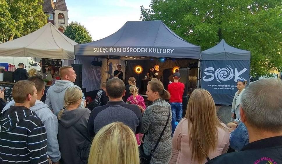 Film do artykułu: Kilkanaście food trucków stanęło w miniony weekend na Placu Czarnieckiego w Sulęcinie. Było pysznie!