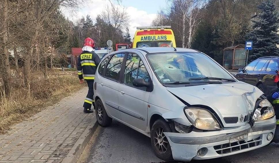 Film do artykułu: Kolizja na DW796 w Kuźnicy Masłońskiej. Samochód wjechał w TIR-a