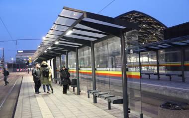 """Jeżeli wizytówką Łodzi ma być """"wypasiony"""" dworzec Łódź Fabryczna i Nowe Centrum, to nie stać nas na brudne wiaty tramwajowe"""