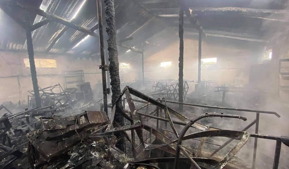 Film do artykułu: Po pożarze w Bydlinie nadzór budowlany wyłączył halę z użytkowania