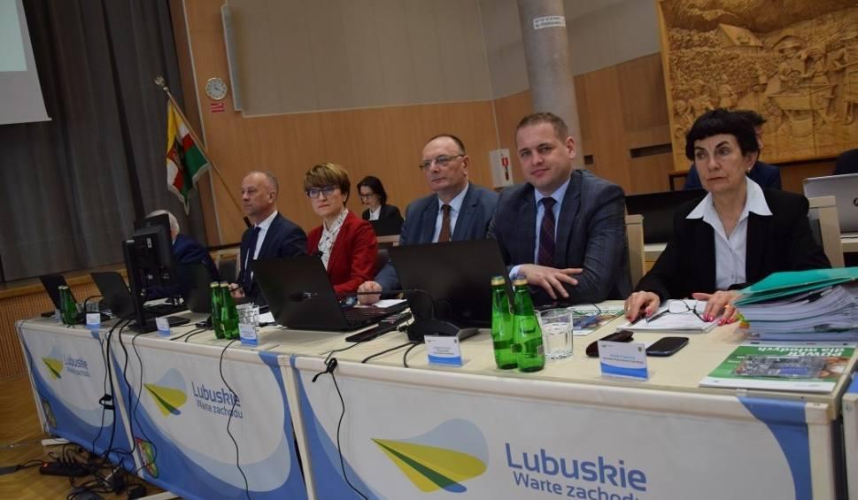 Film do artykułu: Lubuskie szpitale gotowe do walki z wirusem? Zarząd województwa zapewnia, że tak, ale apeluje do wojewody o jasne komunikaty