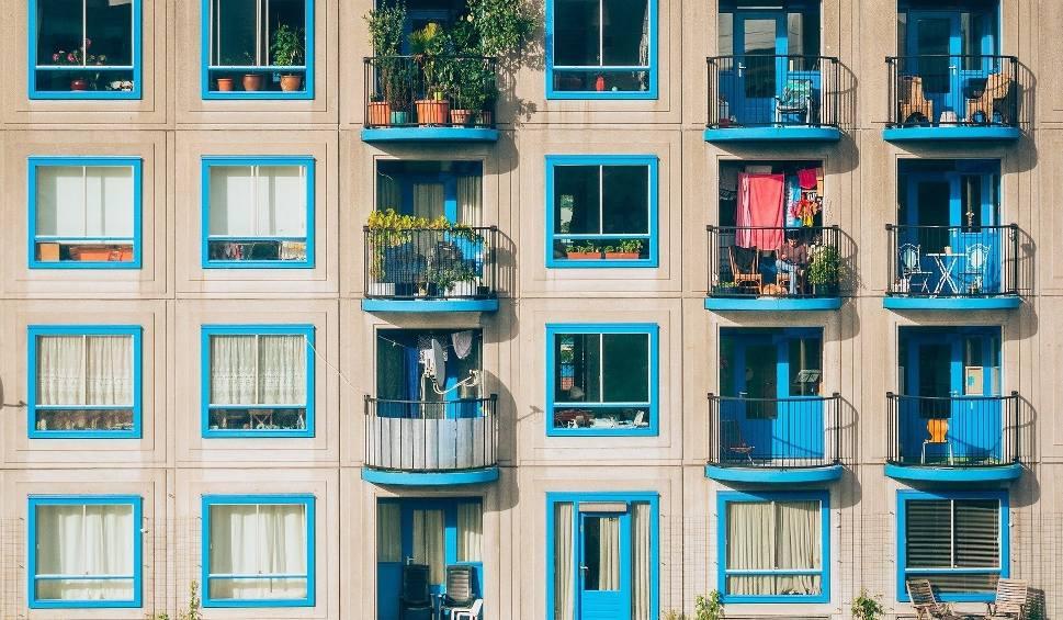 Film do artykułu: Oto mikro mieszkania w Katowicach na sprzedaż i wynajem. Ile metrów mają takie klitki i ile kosztują? TOP 16 najmniejszych lokali