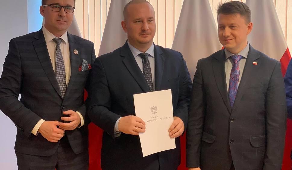 Film do artykułu: Po ponad 80 tysięcy na odbudowę dróg w Jędrzejowie i Wodzisławiu z rządowego dofinansowania na usuwanie skutków klęsk żywiołowych