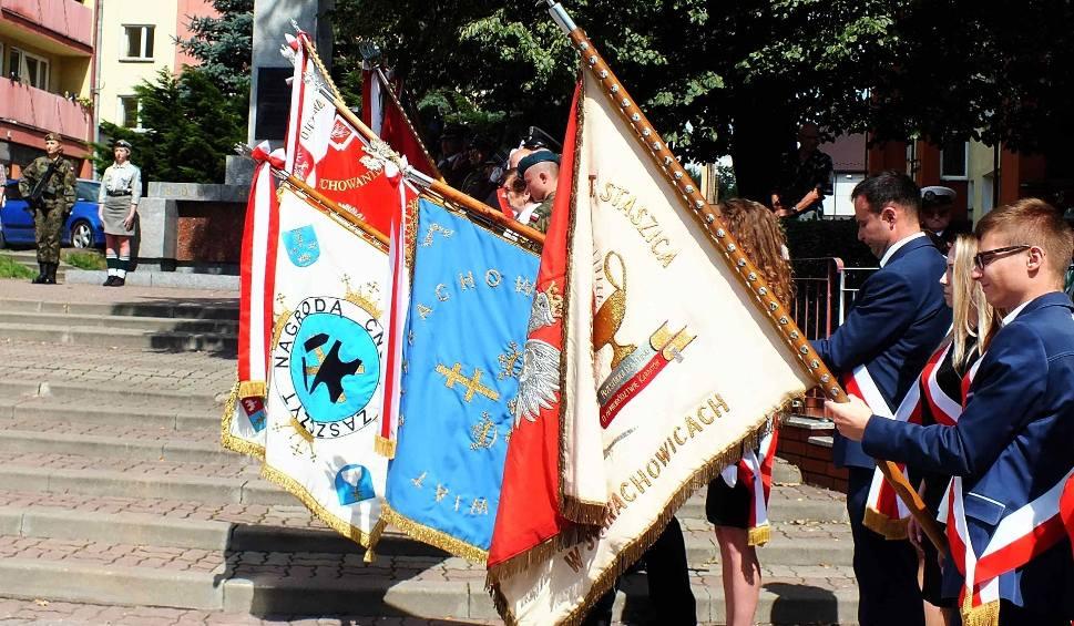 Film do artykułu: Dzień Wojska Polskiego w Starachowicach. Msza, świętowanie przed pomnikiem (DUŻO ZDJĘĆ)