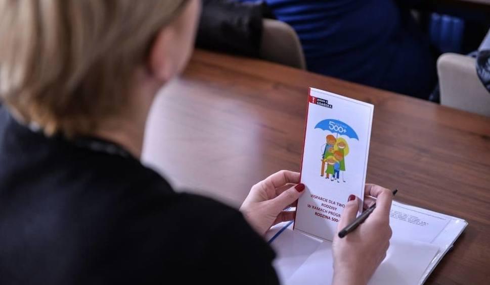 Film do artykułu: Będą zmiany w programie 500+? PSL chce pomóc samotnym matkom?