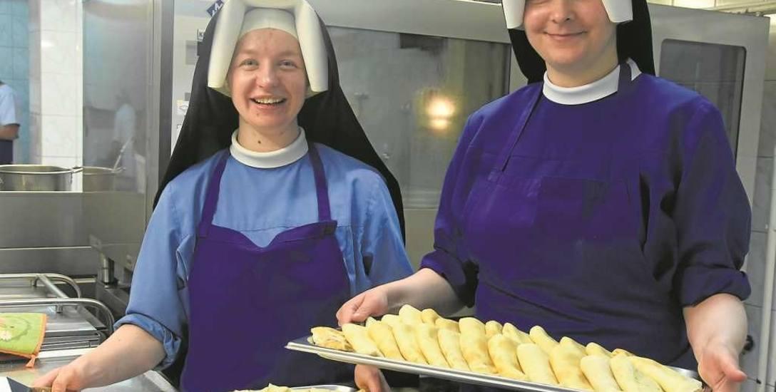 Siostry Lauretta i Sewerina w zakonnej kuchni