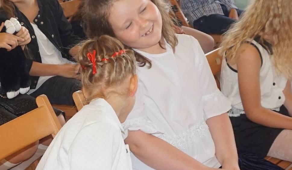 Film do artykułu: Uczniowie z Ostrowca Świętokrzyskiego zakończyli rok szkolny