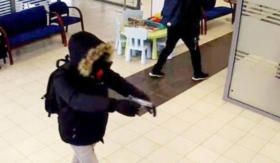 Film do artykułu: Napad na bank w Katowicach. Sprawcy ścigani. Policja na tropie i publikuje nagranie z monitoringu WIDEO + ZDJĘCIA