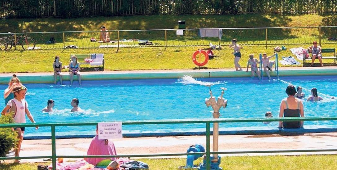 Gdy pogoda dopisuje sporo mieszkańców Białogardu i okolic korzysta z basenów zewnętrznych. Wejście na nie kosztuje niewiele, maksymalnie 4 zł, bilet