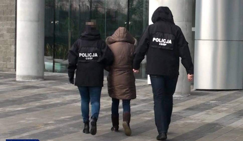 Film do artykułu: 15 osób oskarżonych o udział w grupie przestępczej czerpiącej korzyści z prostytucji. Akt oskarżenia trafił do sądu w Rzeszowie [FOTO, FILM]