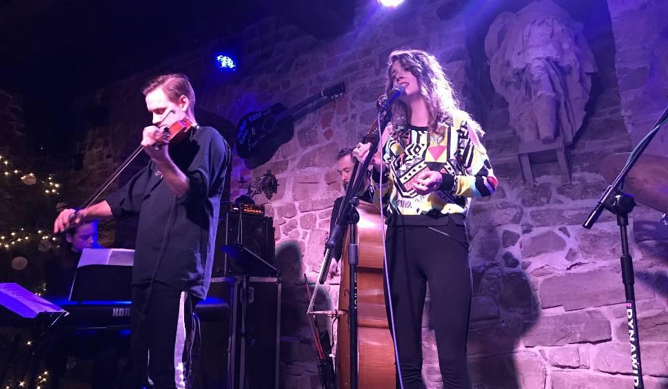 Film do artykułu: Nostalgiczny koncert jazzowy Kari Sál w sandomierskim Lapidarium. Wyjątkowy wieczór w jazzowym tonie [ZDJĘCIA]