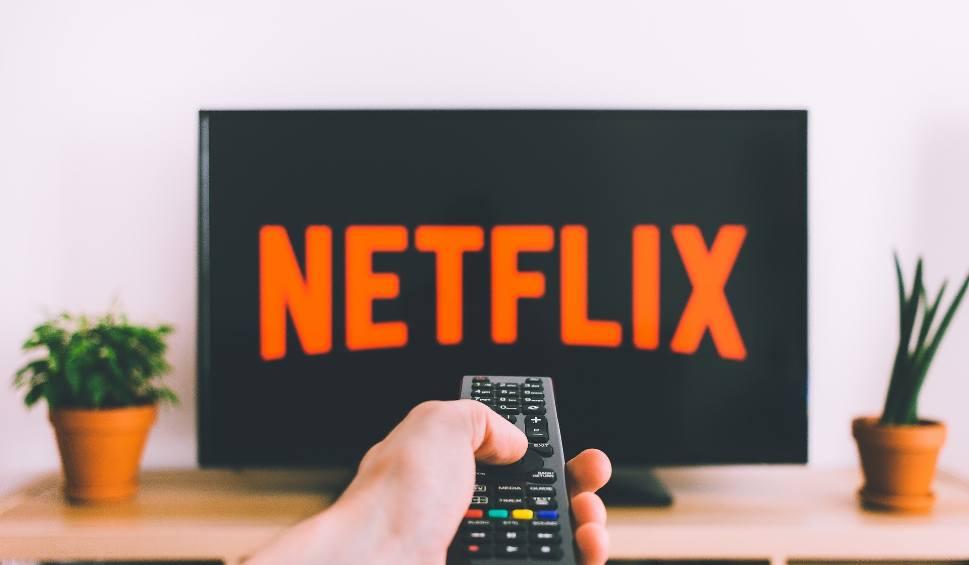 Film do artykułu: Nudzisz się w domu? Obejrzyj te seriale, są najwyżej oceniane. To najlepszy moment na nadrobienie zaległości