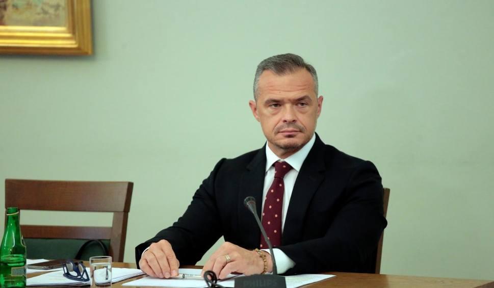 Film do artykułu: Były minister transportu Sławomir Nowak usłyszał zarzuty. Na przestępczej działalności uzyskał ponad 1,3 mln zł