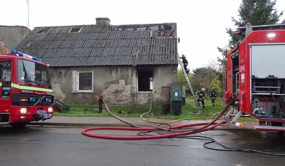 Film do artykułu: Kołbaskowo: Tragiczny pożar domu. Jedna osoba nie żyje