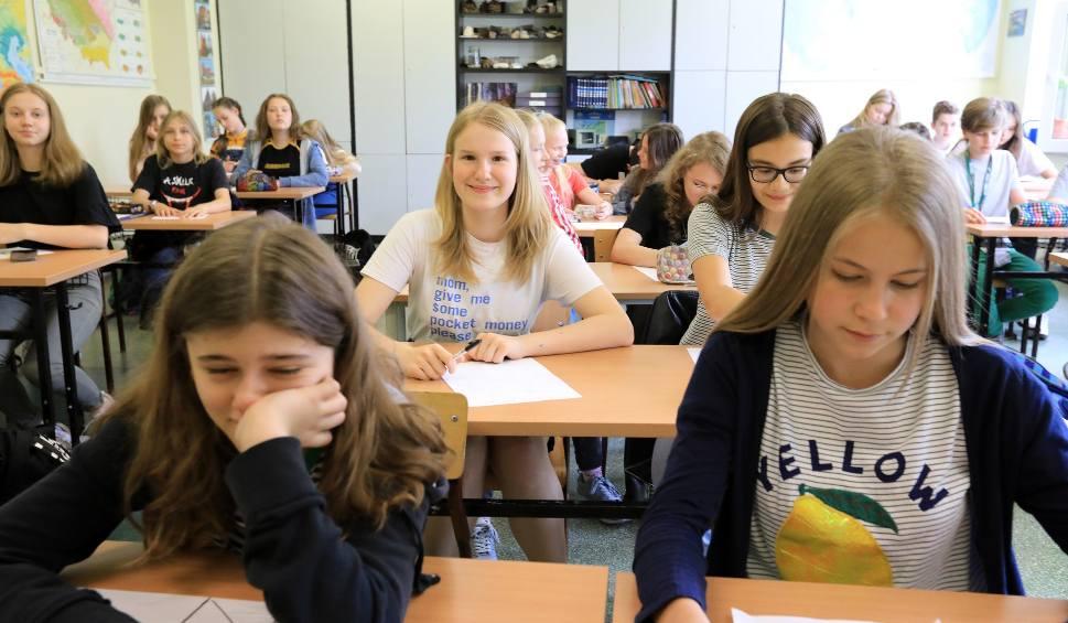 Film do artykułu: Chętnych do nauki angielskiego jest tylu, że być może powstaną dodatkowe klasy