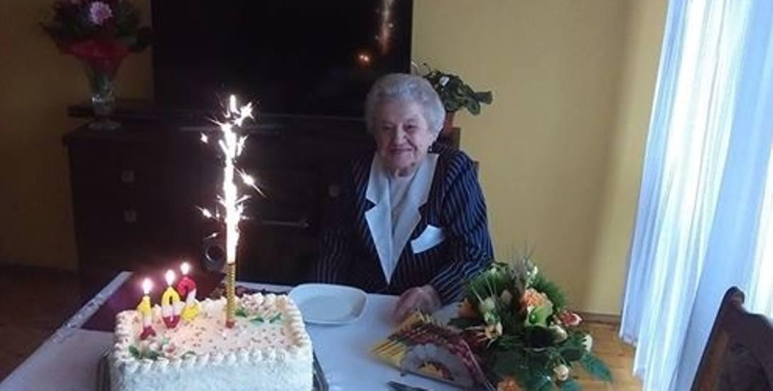 Helena Adamczyk w swoje setne urodziny przyjmowała życzenia nie tylko od rodziny, ale też włodarzy gminy.