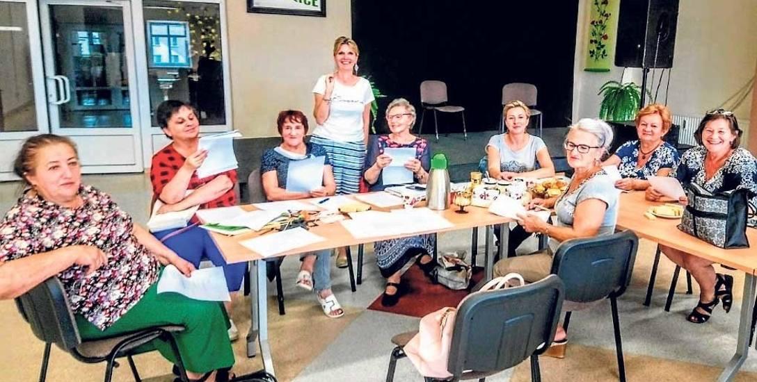 Członkowie grupy teatralnej spotykają się na zajęciach raz w tygodniu w auli Miejsko-Gminnego Ośrodka Kultury w Bobolicach