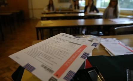Matura 2017: od 22 sierpnia egzaminy poprawkowe. Maturę poprawkową z matematyki piszą uczniowie Zespołu Szkół Technicznych i Ogólnokształcących MERITUM