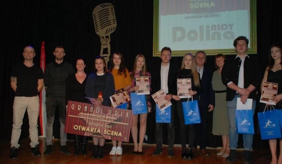 """Film do artykułu: """"Otwarta Scena"""" w Pińczowie. Grand Prix dla Oliwii Łukawskiej [ZDJĘCIA, WYNIKI]"""