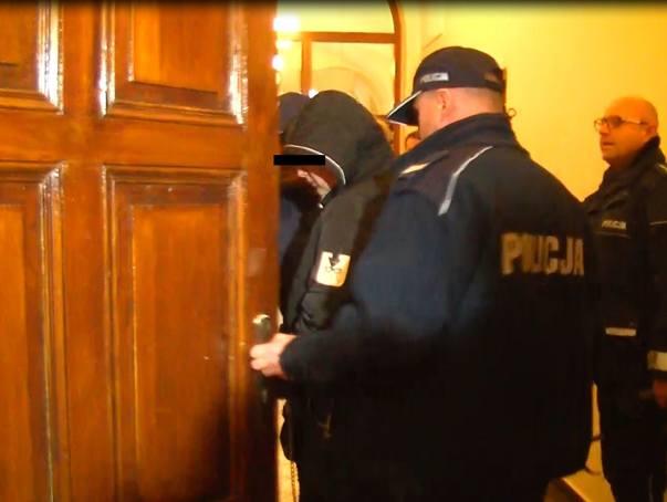 Makabryczna zbrodnia w Ciecierzynie koło Byczyny. Aleksandra J. doprowadzona do sądu.