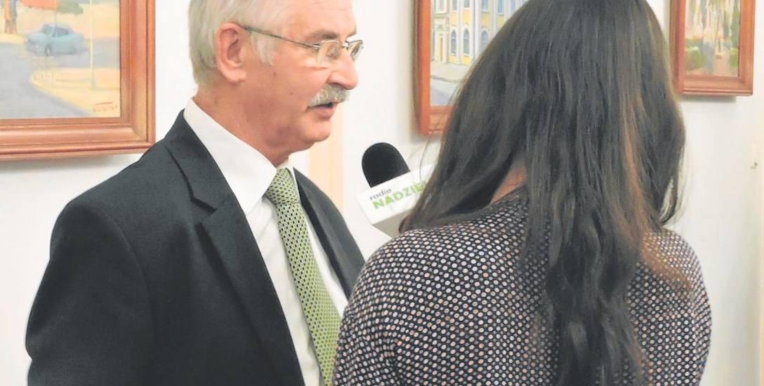 W przerwie obrad radny Stanisław Dylewski udzielił radiowego wywiadu