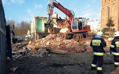 Gaz zaczął się ulatniać z uszkodzonej instalacji rozbieranego obiektu w Karlinie. Strażacy zabezpieczyli teren
