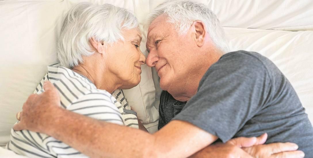 Starsi ludzie boją się napiętnowania ze strony najbliższego otoczenia, które nie rozumie istoty ludzkiej seksualności