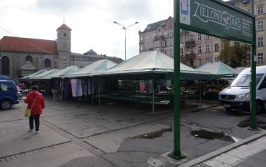 """Plac Bernardyński znany jest z """"Zielonego targu"""" z produktami ekologicznymi, który znalazł się w prestiżowym przewodniku."""