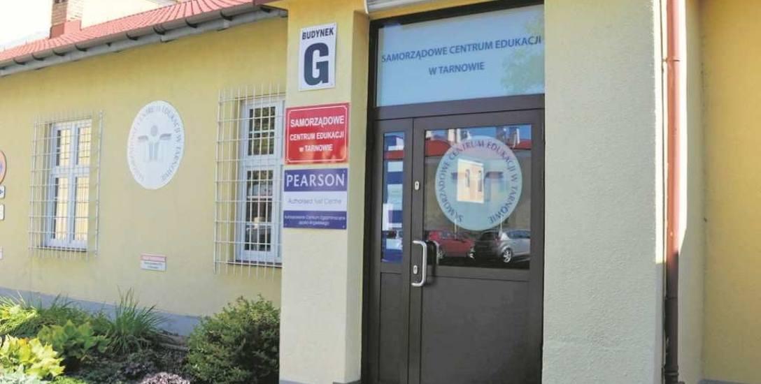 Prokuratura Rejonowa w Tarnowie wszczęła śledztwo w sprawie nieprawidłowości w Samorządowym Centrum Edukacji. Śledczy badają m.in. kto podrobił podpisy
