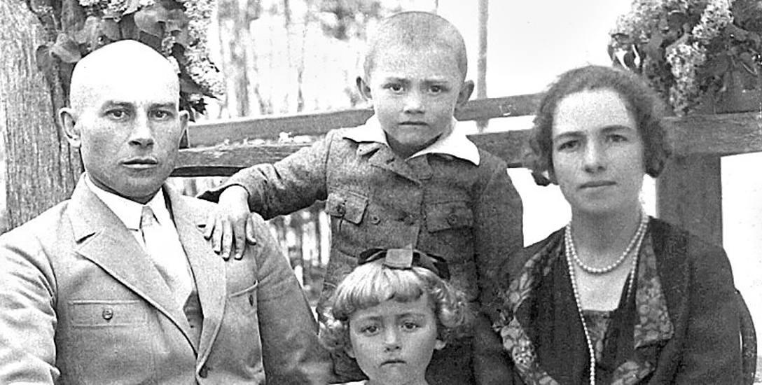 Władysław Filar, nauczyciel w szkołach wołyńskich, z żoną Wierą i dziećmi: Eleonorą i Władysławem jr. – przyszłym historykiem i pułkownikiem Wojska Polskiego,