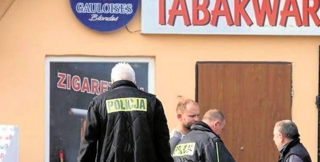 4 października 2015. Napad na hurtownię papierosów w Osinowie  Dolnym. Na drzwiach zostały ślady po strzałach z broni palnej