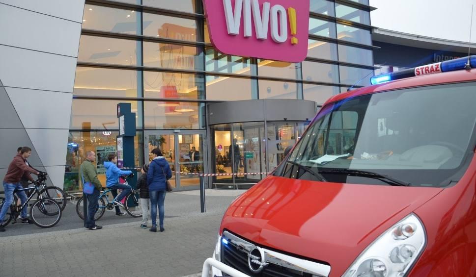Film do artykułu: Po ataku nożownika w Stalowej Woli. Śledczy całą noc pracowali w galerii VIVO!