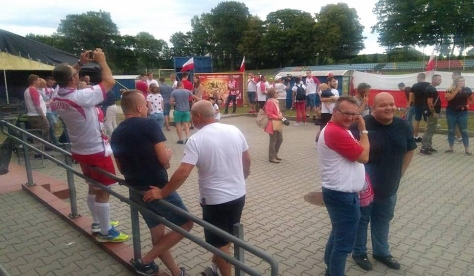 Film do artykułu: Kibicowali z całych sił w Krośnie Odrzańskim, ale strefę opuszczali zawiedzeni [ZDJĘCIA]