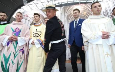 Niezwykła kolekcja ornatów księdza Marka Wójcika na targach Sacroexpo w Kielcach.
