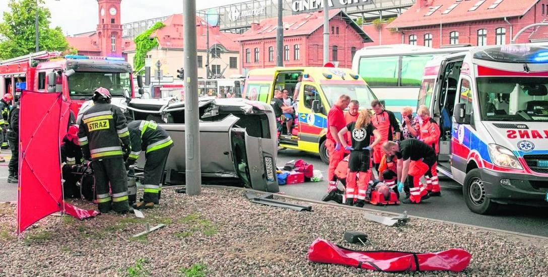 Wypadki, także z udziałem tramwajów, to niemal codzienność w tym miejscu. Co sprawia, że niektórzy kierowcy mają ogromne trudności w pokonaniu skrzyżowania