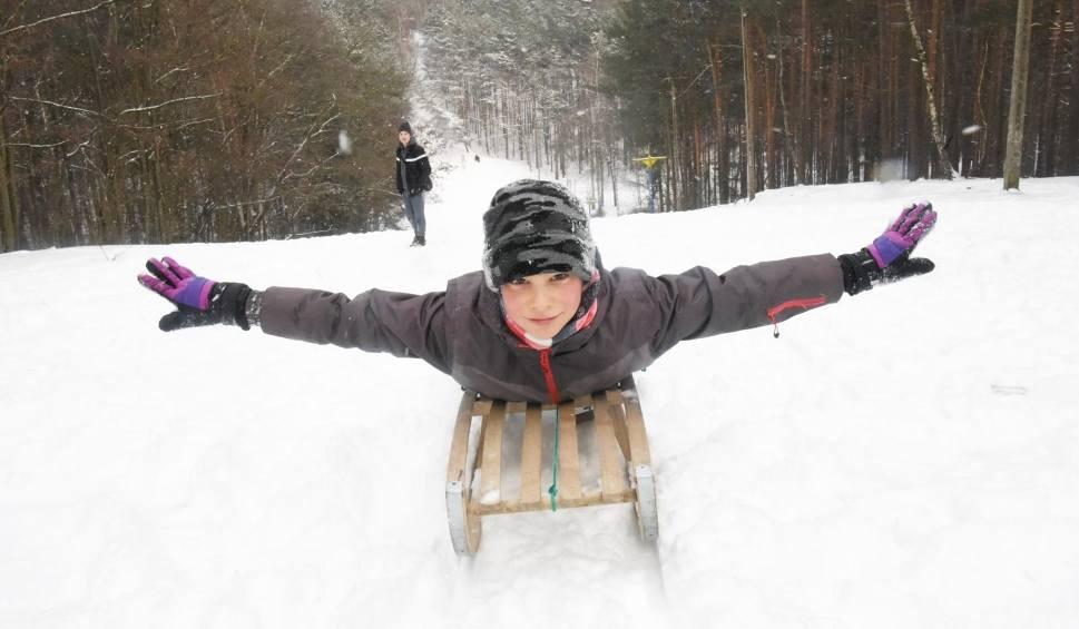 Film do artykułu: Pogoda: Atak zimy i koniec wiosennej aury. Idzie mróz. Zimny front przyniesie deszcz i śnieg. Zima nie odpuści tak łatwo