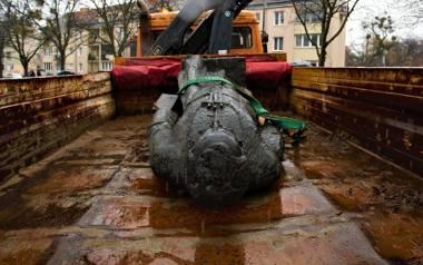 Właścicielem pomnika ks. Jankowskiego była parafia, a pozew wraca do Gdańska