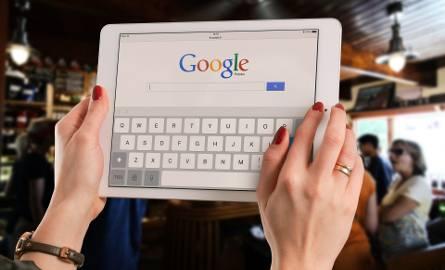 Zobacz czego szukali Polacy w Google w 2018 roku. Co roku Google publikuje listę haseł najbardziej zyskujących na popularności - te wyszukiwania pokazują,