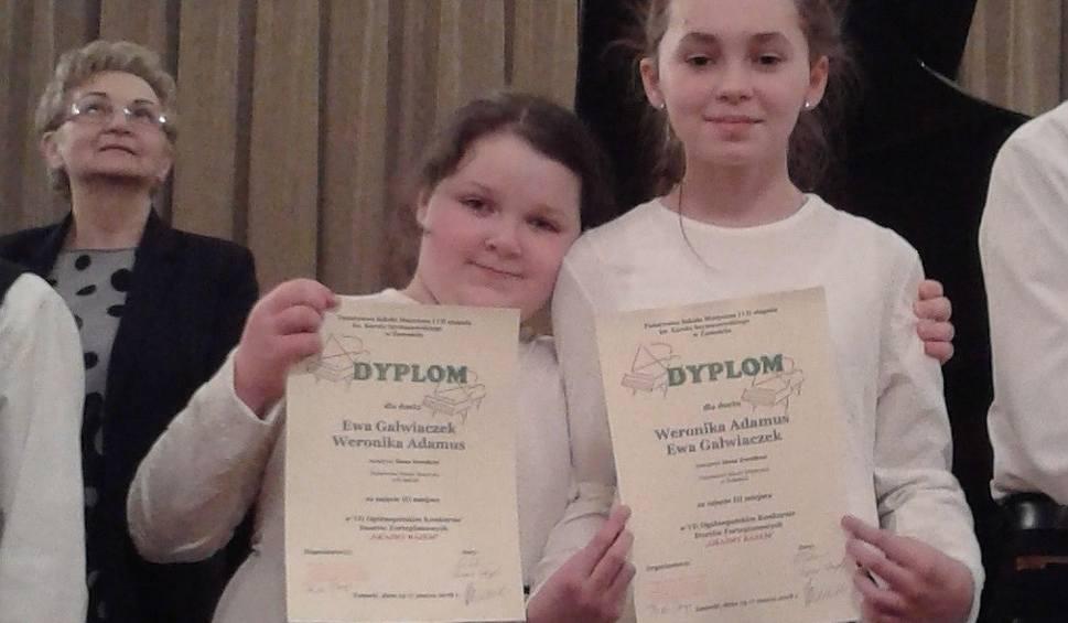 Film do artykułu: Sukces fortepianowego duetu ze Szkoły Muzycznej w Końskich. Zajęły trzecie miejsce w Zamościu