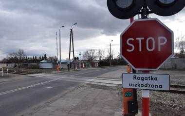 Przejazd na ul. Podolskiej w Nysie. Kilka miesięcy temu zakończył się remont linii do Opola, ale rogatki znów są niesprawne.