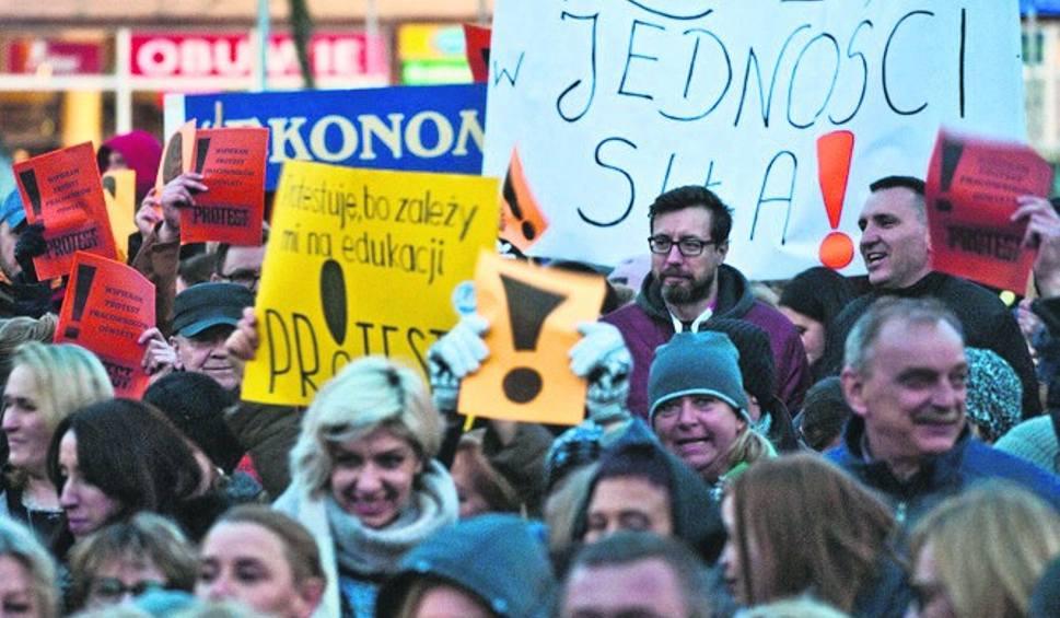 Film do artykułu: Pomoc dla strajkujących nauczycieli z Koszalina. Zajęcia dodatkowe w szkołach