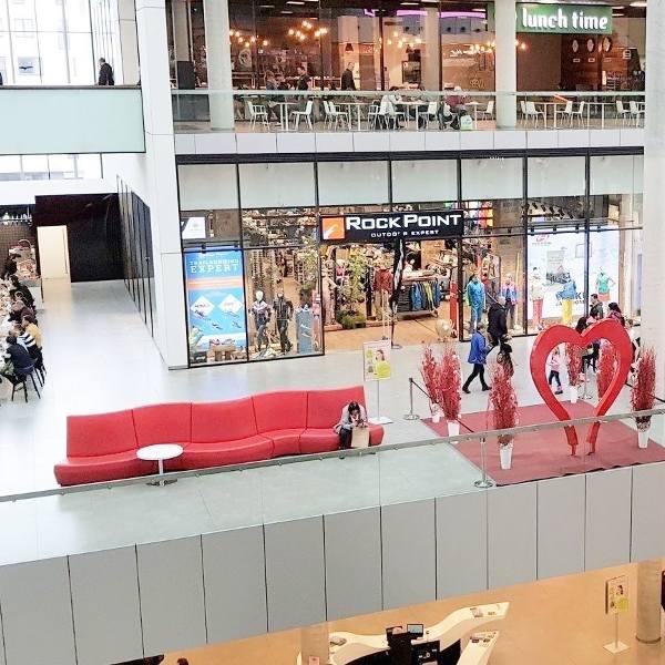 Sklepy otwarte w niedzielę są w centrach handlowych w Ostrawie.Centrum handlowe Forum Nova KarolinaZobacz kolejne zdjęcia. Przesuwaj zdjęcia w prawo