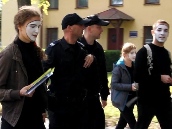 """Policja na uczelni w sprawie grupy teatralnej. """"Byli głośno"""""""