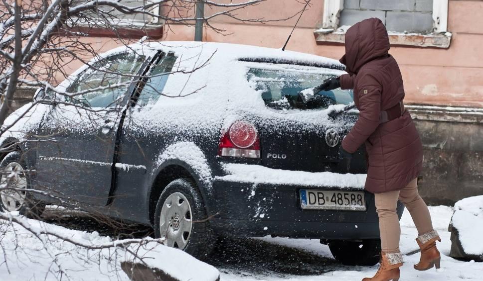 Film do artykułu: Mandat za spadający z auta śnieg