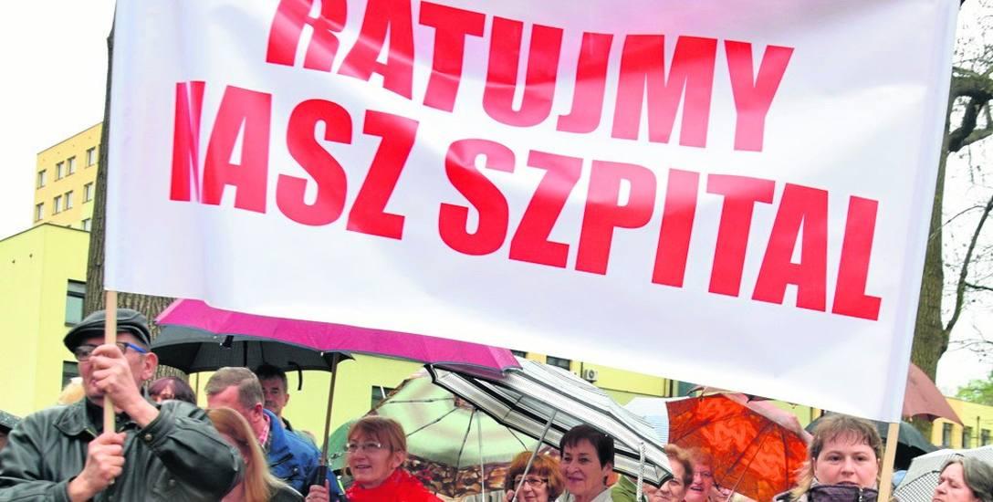 Starania starosty o przejęcie szpitala wsparli mieszkańcy Pszczyny podczas pikiety w kwietniu