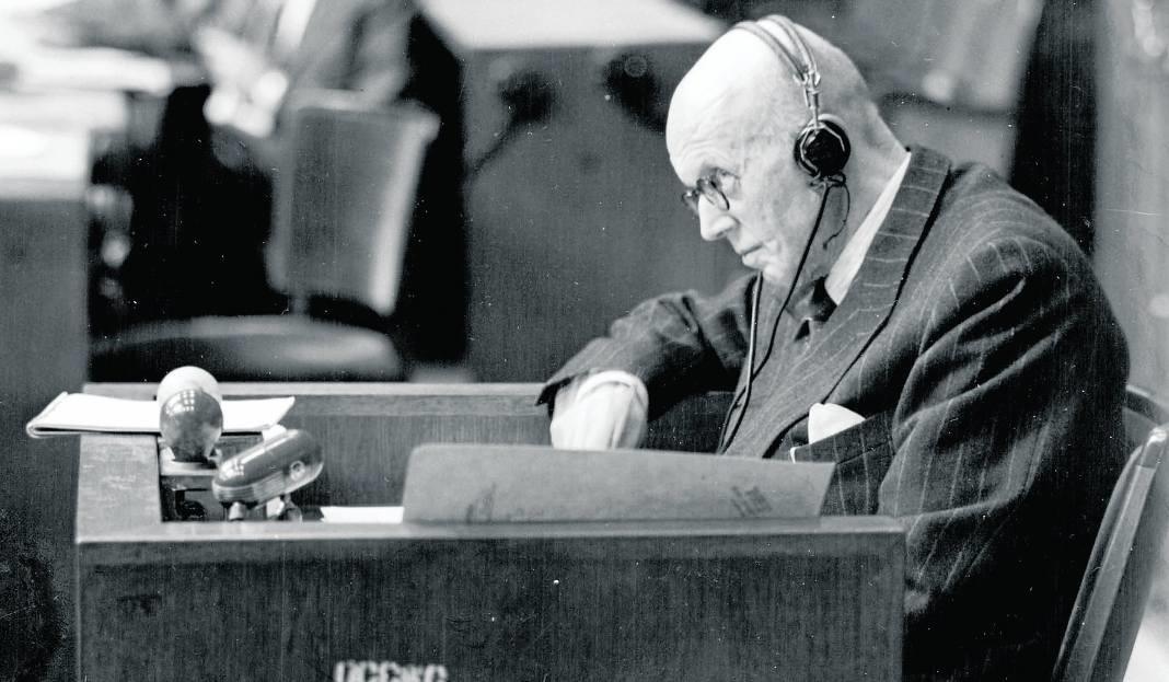Hans Heinrich Lammers za swoje zbrodnie był sądzony przez Amerykański Trybunał Wojskowy w Norymberdze. 11 kwietnia 1949 został skazany na karę 20 lat